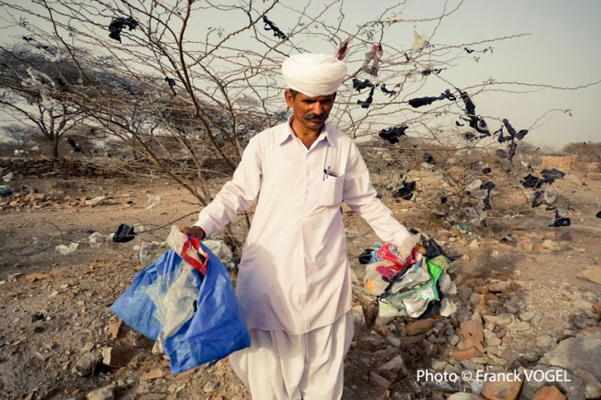 Khamu Ram Bishnoi has been awarded «Extraordinary man of India» for his fight against plastic pollution. He received his award on February 24, 2013 in Jaipur.