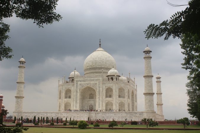 A view of the Taj Mahal beneath the cloudy skies