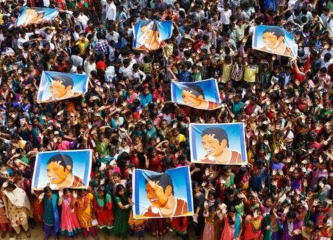 Babu/Reuters Schoolchildren holding posters of cricketer Sachin Tendulkar at an event to honor him in Chennai, Tamil Nadu, on Thursday.