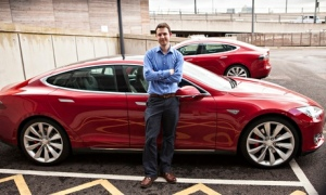 Samuel Gibbs test-drives a Tesla Model-S. Photograph: Antonio Zazueta Olmos