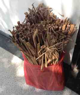Dried water hyacinth stems - the raw material used for weaving beautiful objects, both decorative and useful