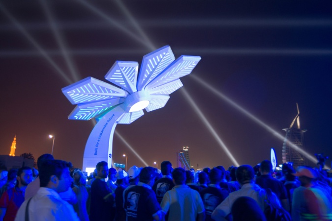 """These solar """"Palm Trees"""" in Dubai will charge phones at parks and beaches"""