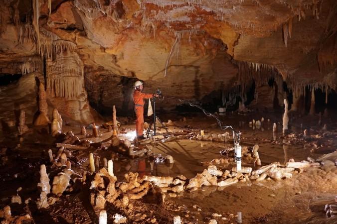 Prise de mesures pour l'étude archéo-magnétique de la grotte de Bruniquel