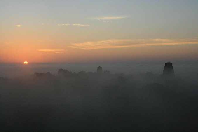 sunrise-in-tikal