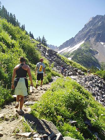 Sahale-Arm-Trail-Hikers_1.jpg