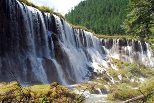 jiuzhaigou_nuorilang-waterfall-up-close