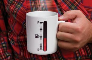 fuel-gauge-coffee-mug