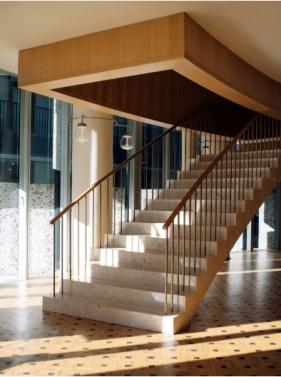 Stair Tirana.jpg